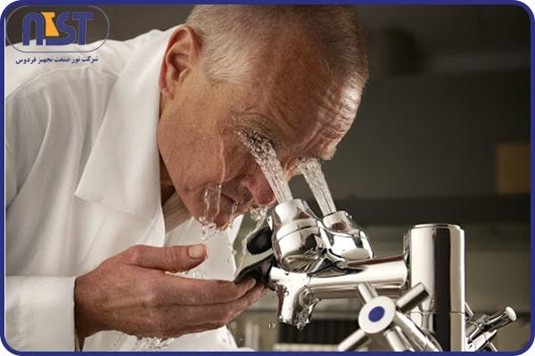 دوش و چشم شوی آزمایشگاهی